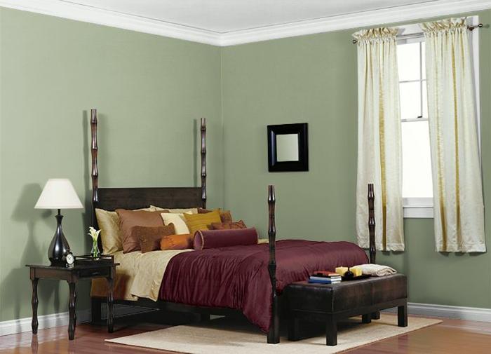 chambre murs en couleur sauge moulures blanches