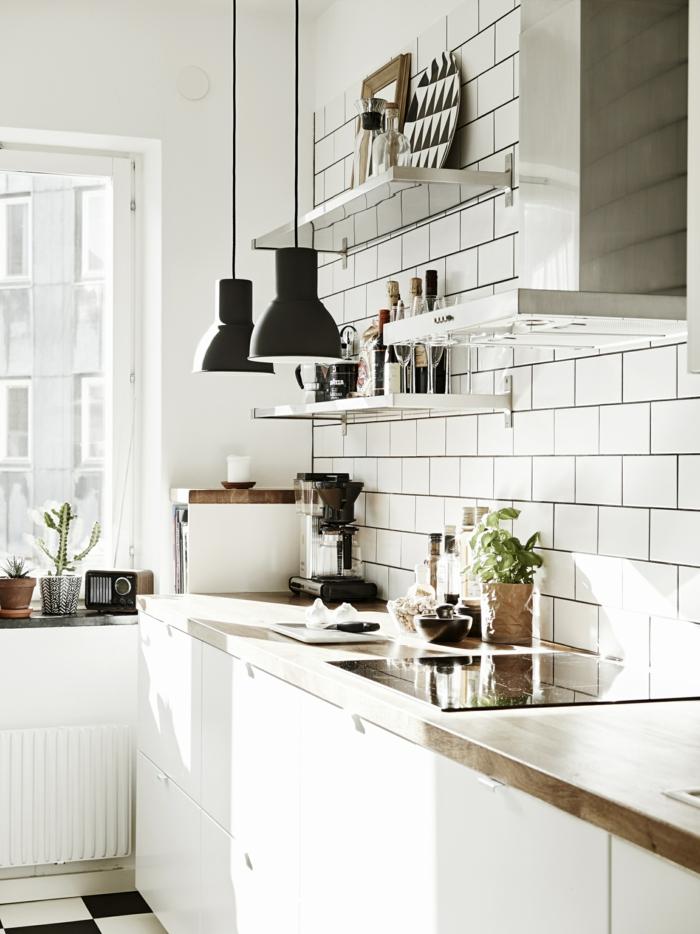 cuisine style industriel en blanc crédence carreaux métro