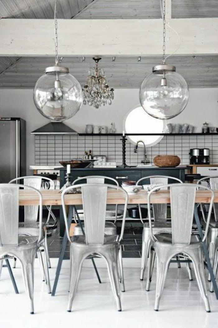 cuisine style industriel mobilier bois et acier lampadaires ampoules avec filament