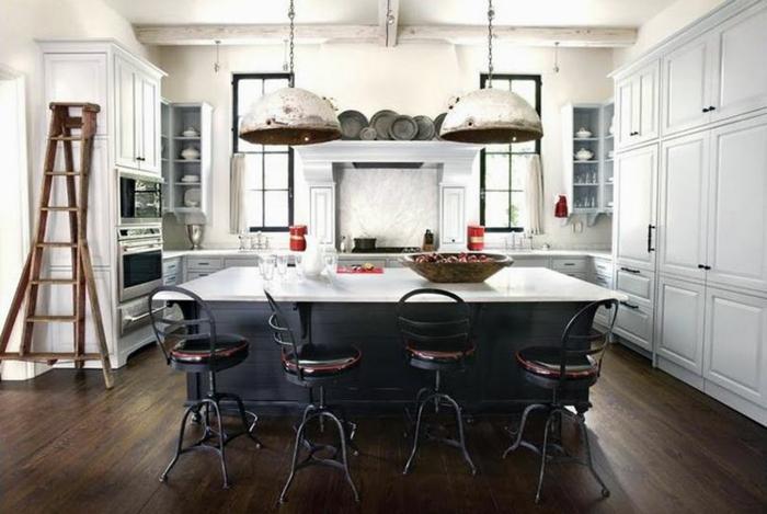 cuisine style industriel noir et blanc luminaires rouillés