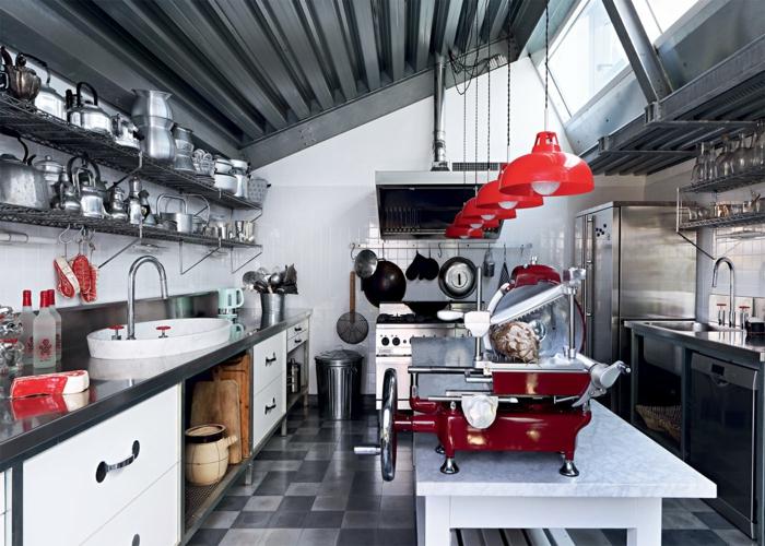 cuisine style industriel sol carreaux de ciment plafond acier