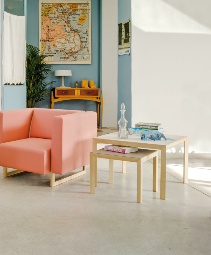 Table gigogne dans un salon style scandinave