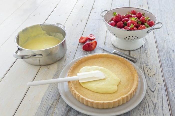 décoration gâteau à la crème pâtissière