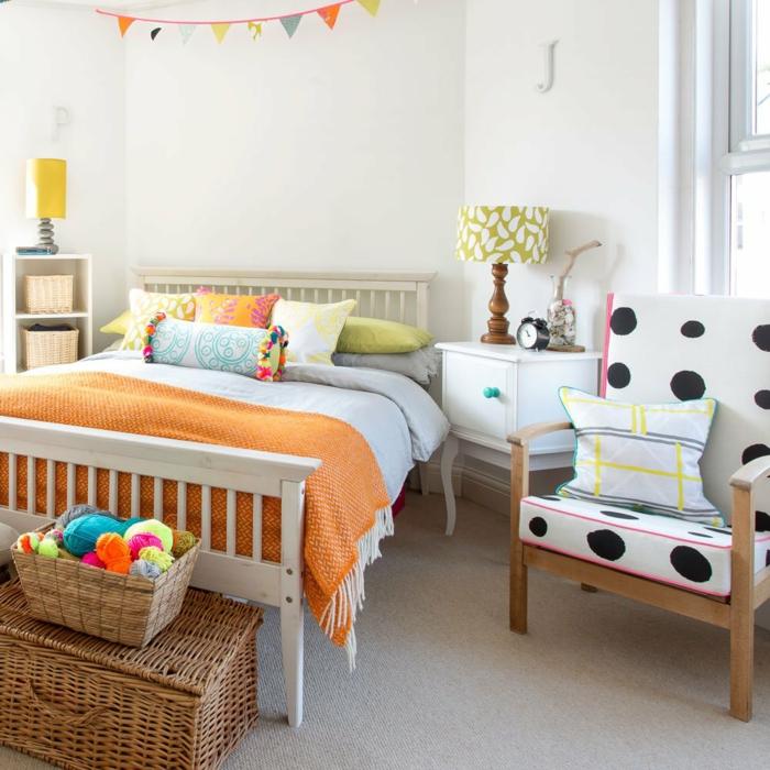 design chambre à coucher avec un meuble bout de lit