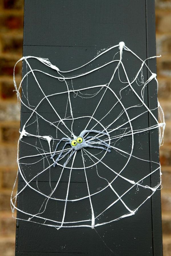diy déco halloween toile d'araignée pistolet à colle