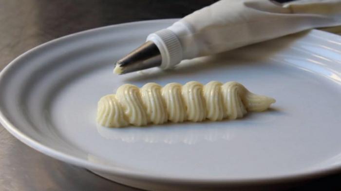 idée déco assiette avec la crème pâtissière
