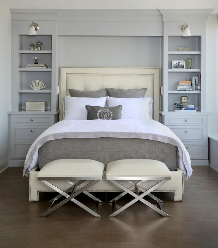 idée design pour votre chambre meuble bout de lit tabourets