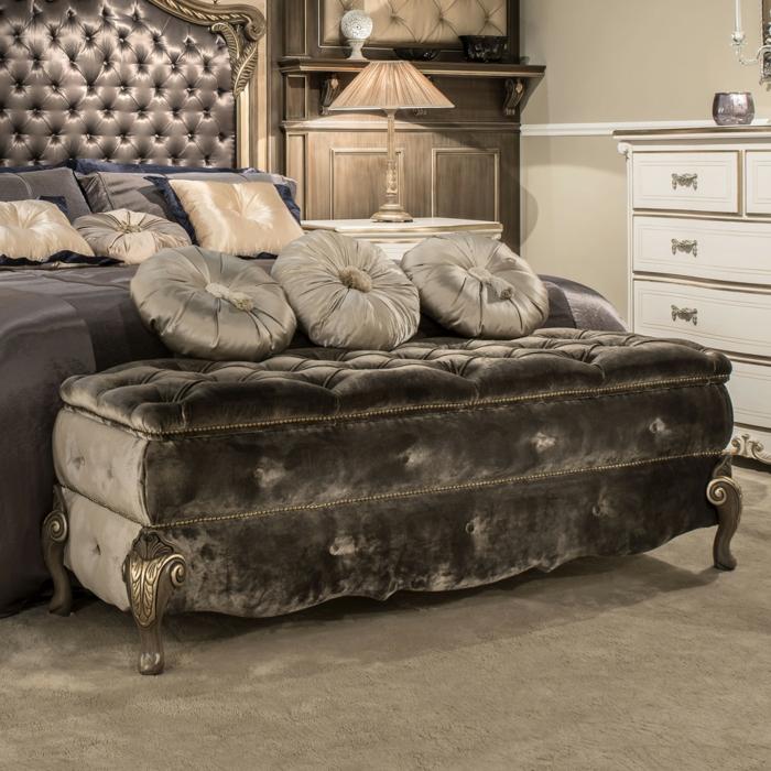meuble bout de lit style classique
