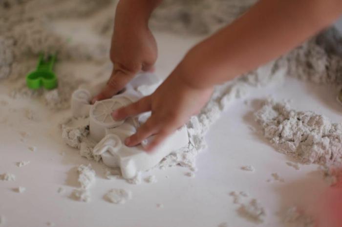 sable magique pour amuser un enfant