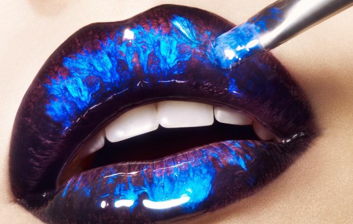 tendance beauté lip art en bleu