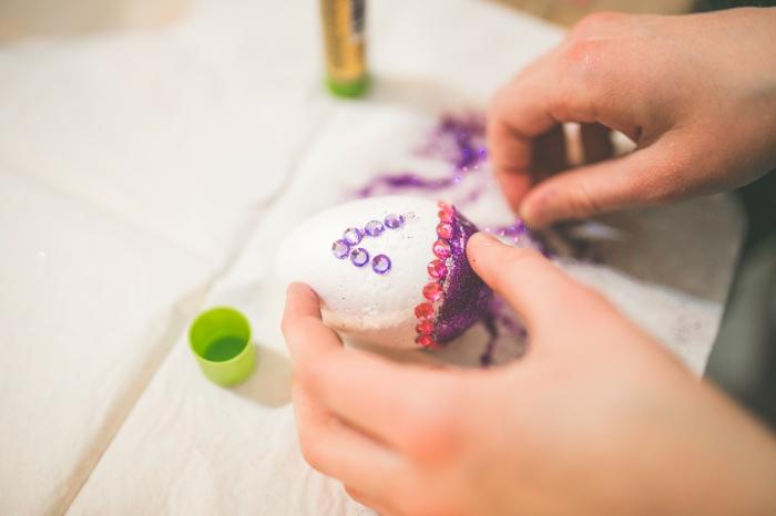 œuf de pâques comment décorer avec des cristaux