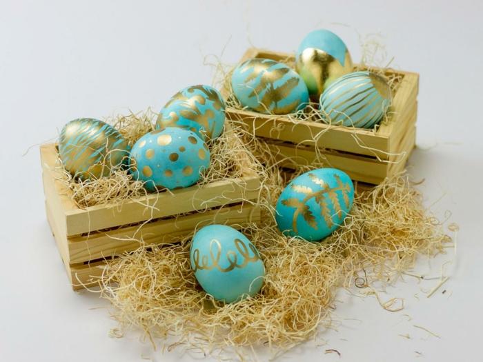 œuf de paques jolie décoration dorée et en bleu