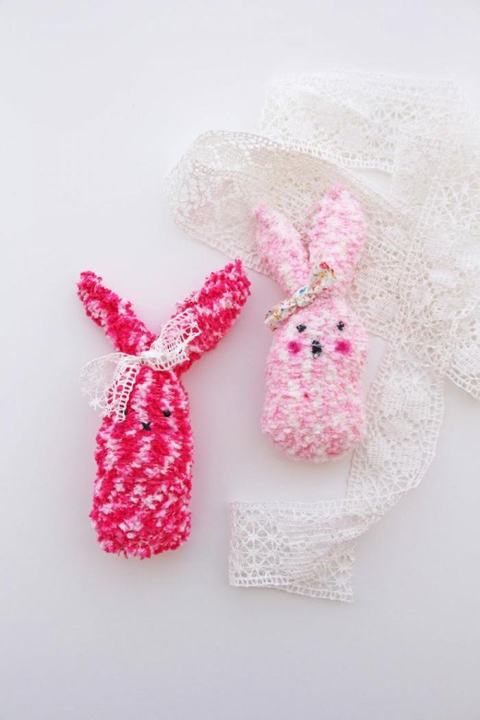 bricolage de Pâques lapins en couleur rose