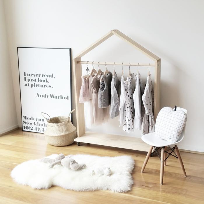 chambre montessori idée comment ranger les vêtements