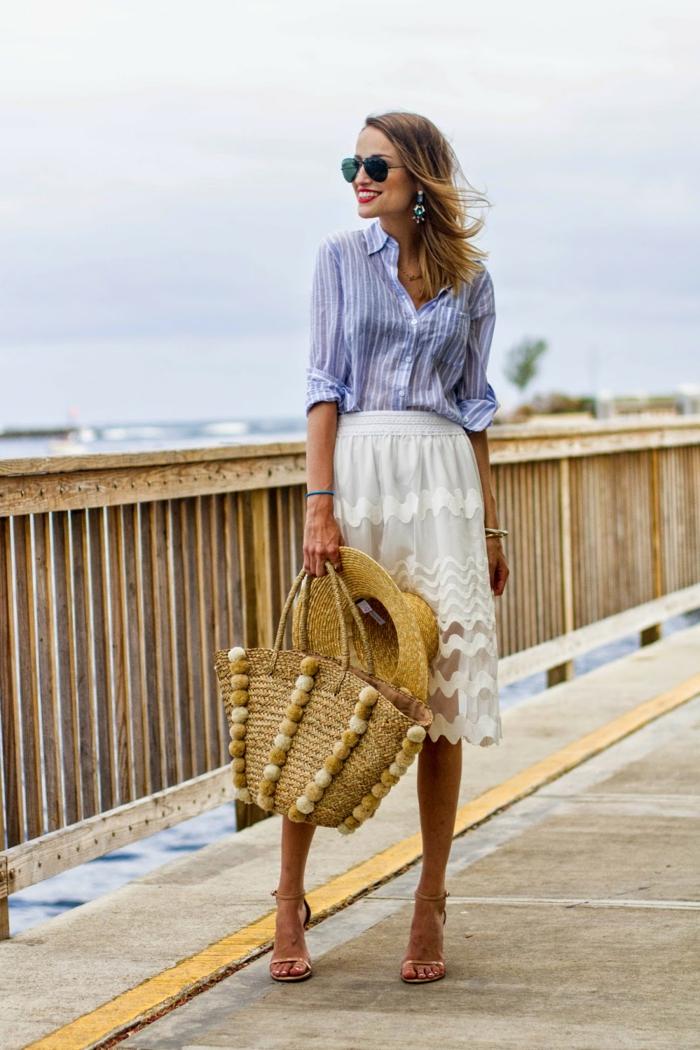 chemise femme rayures combinée avec une jupe et sandales