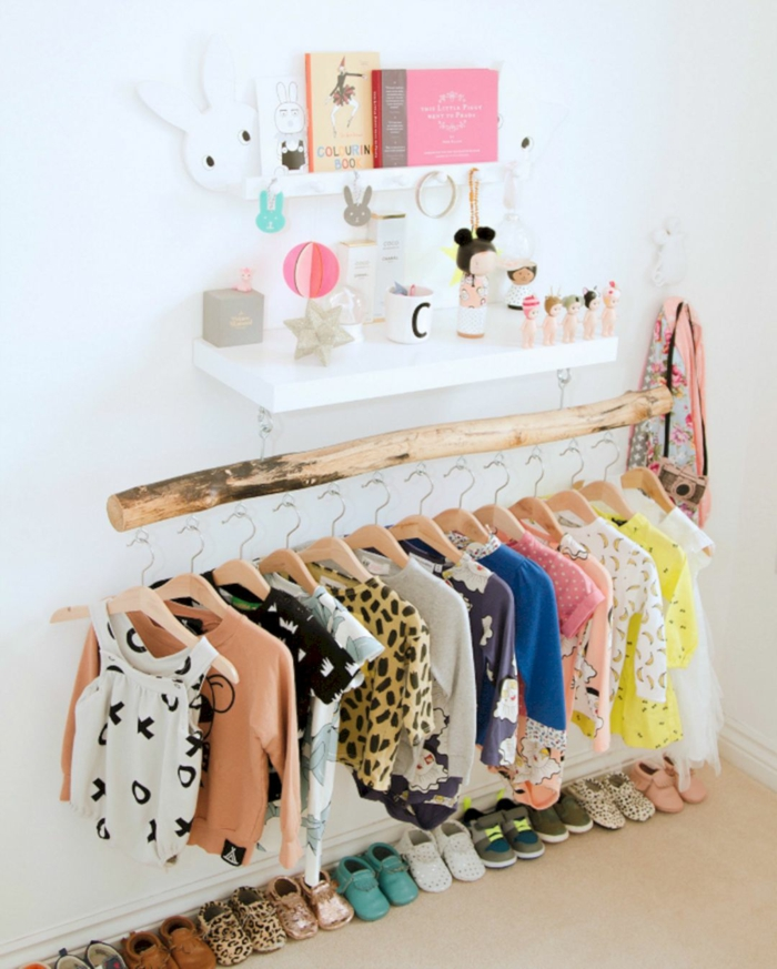comment organiser les vêtements dans la chambre montessori