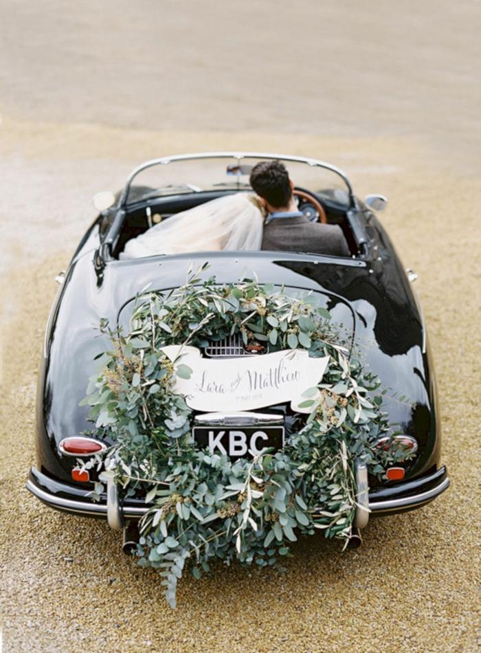 couronne de fleurs pour la décoration voiture mariage