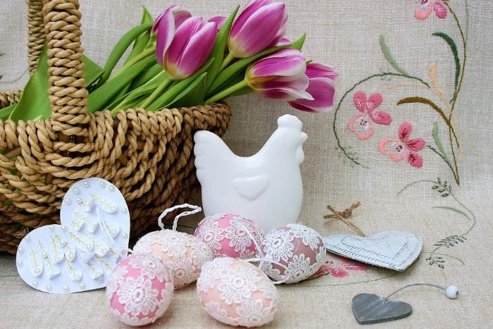 décoration oeufs avec dentelle déco de pâques