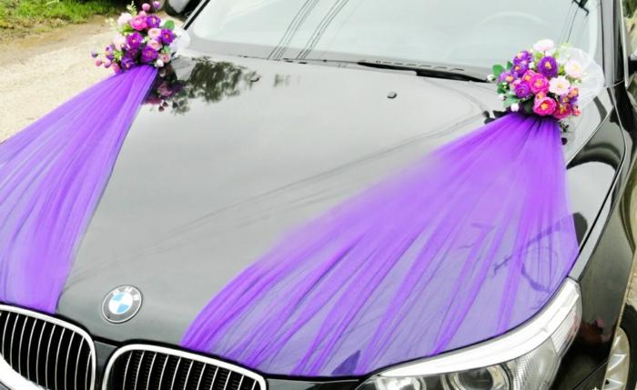 décoration voiture mariage bouquets et tulle