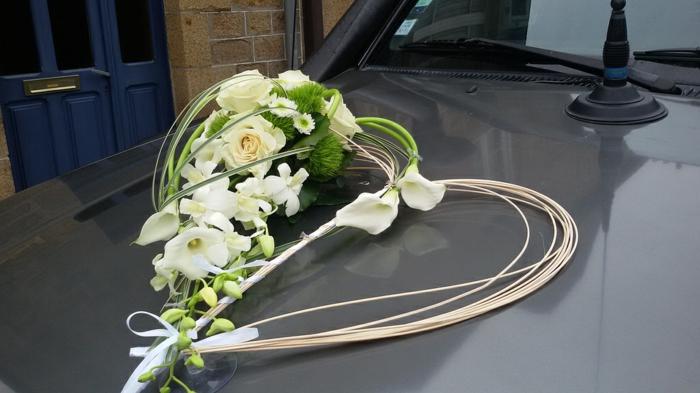 décoration voiture mariage en forme coeur