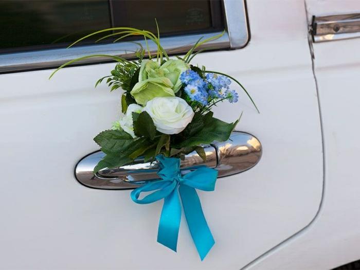décoration voiture mariage en turquoise