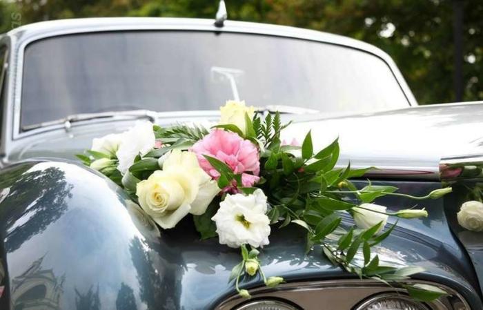 décoration voiture mariage florale idée