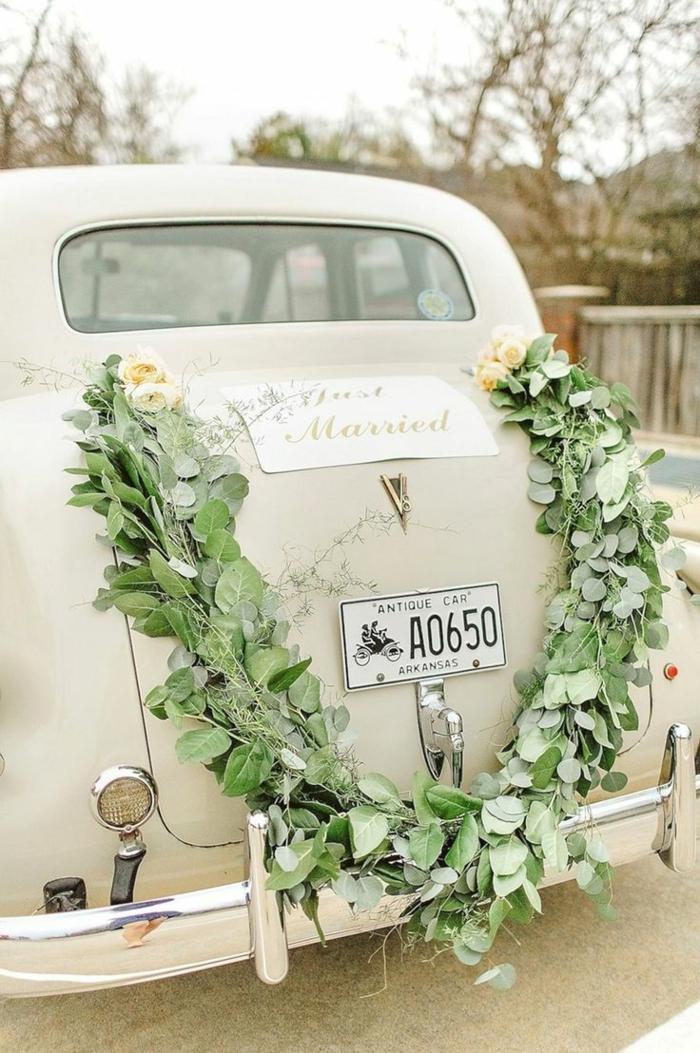 décoration voiture mariage florale