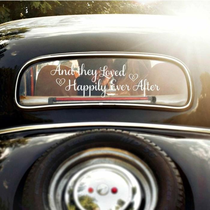décoration voiture mariage idée avec des stickers