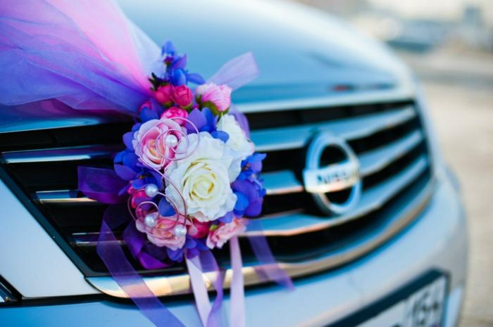 décoration voiture mariage idée en violet