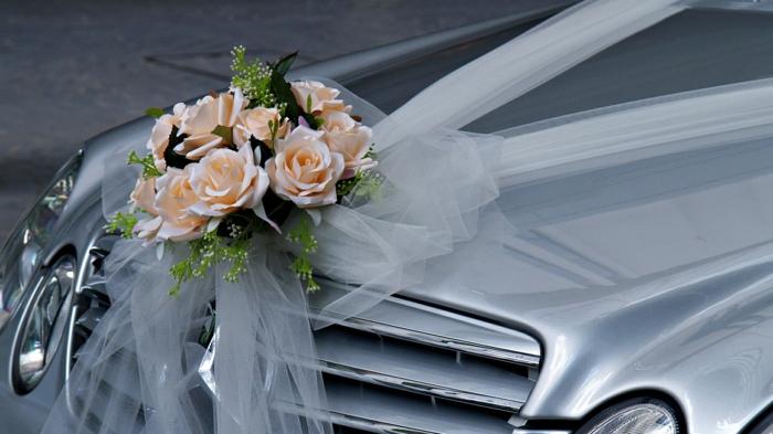 décoration voiture mariage idée