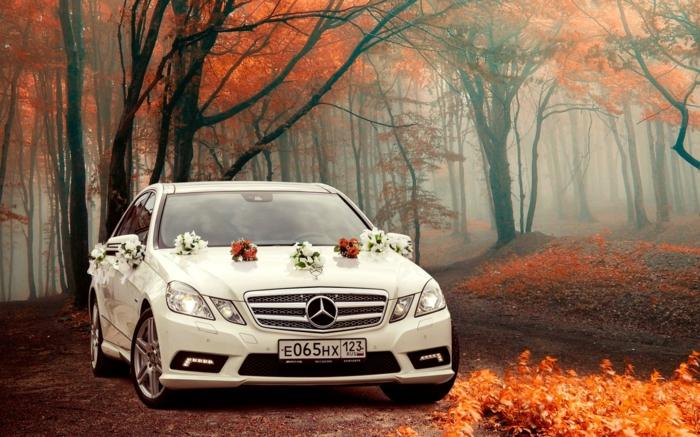 décoration voiture mariage inspiration avec des fleurs
