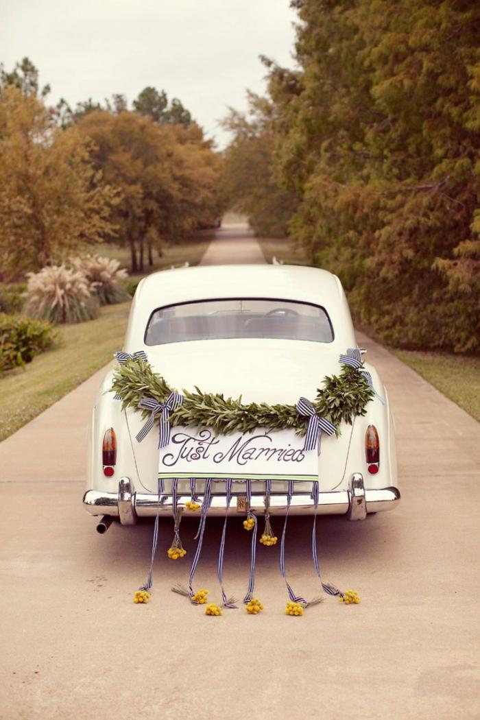 décoration voiture mariage rétro
