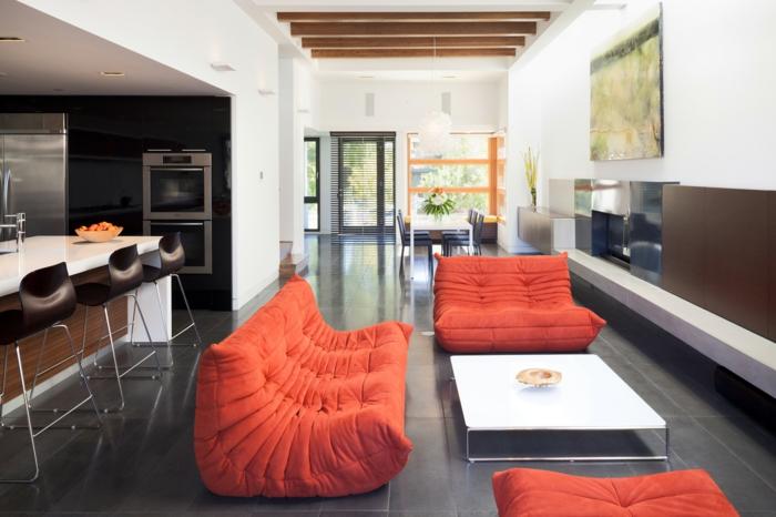 design moderne avec un canapé togo en couleur orange