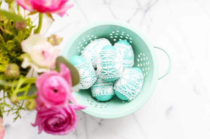 idée avec de la dentelle œuf de pâques