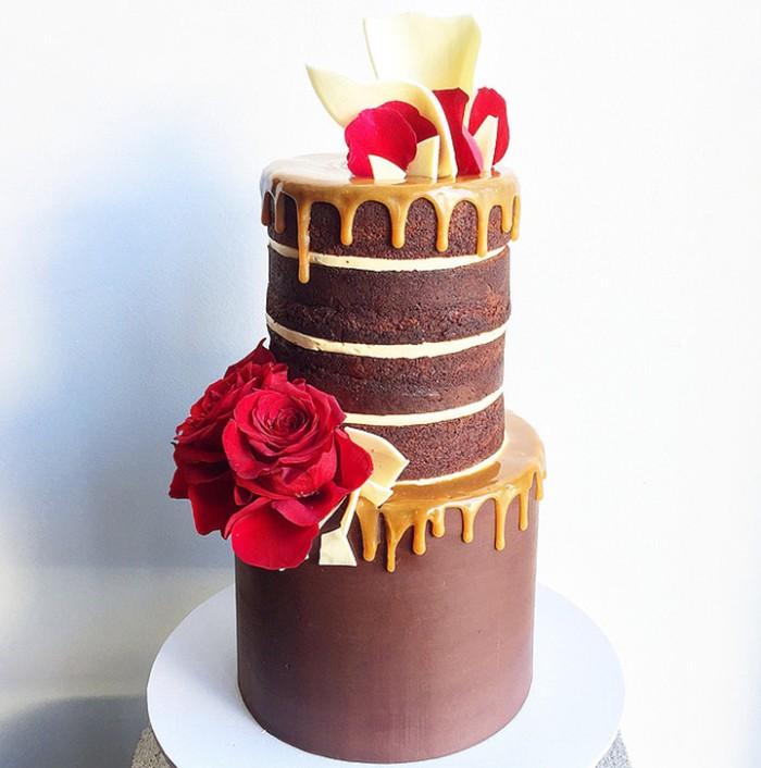 idée décoration gâteau avec du chocolat et du caramel