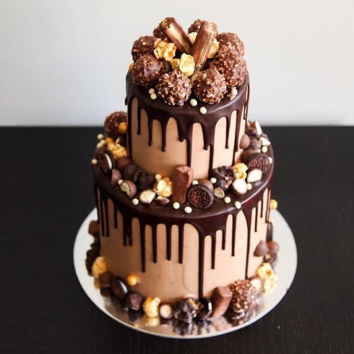 idée décoration gâteau biscuits et bonbons