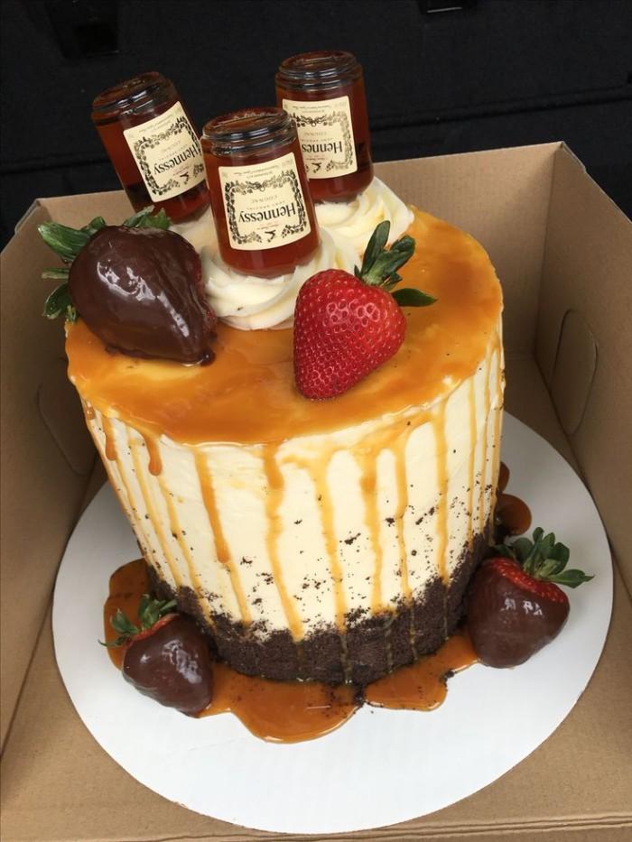 idée décoration gâteau caramel et fruits