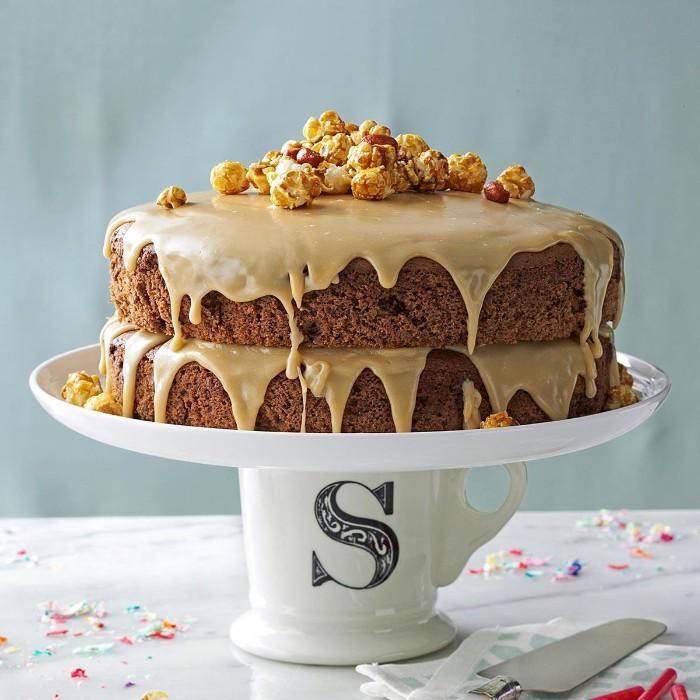 idée décoration gâteau caramel et noix de pécan