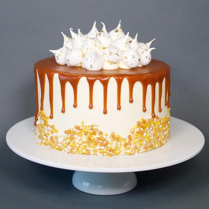 idée décoration gâteau caramel méringue