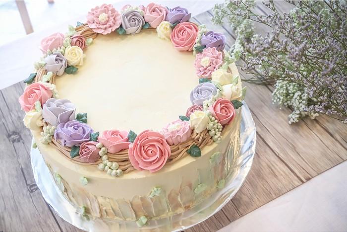 idée décoration gâteau de mariage fleurs