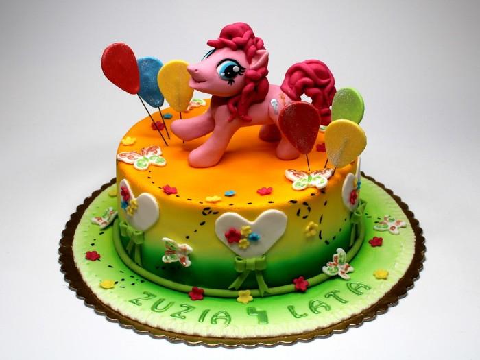 idée décoration gâteau figurine en pâte à sucre poney