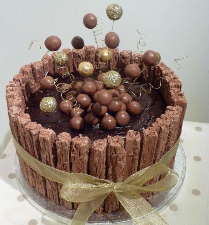 idée décoration gâteau figurines en chocolat