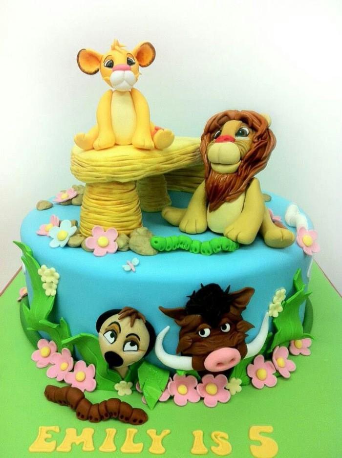 idée décoration gâteau figurines en pâte à sucre