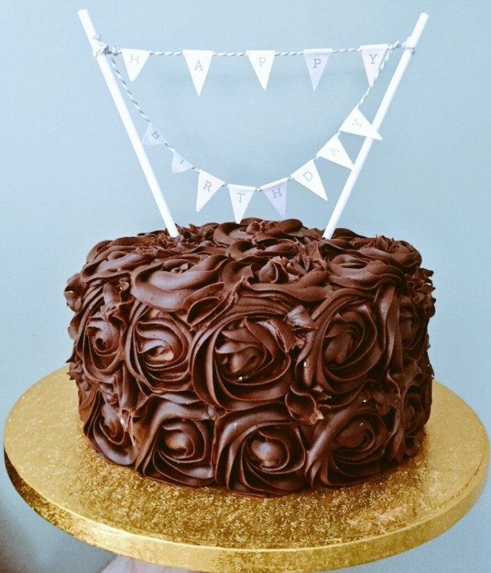 idée décoration gâteau fleurs en chocolat