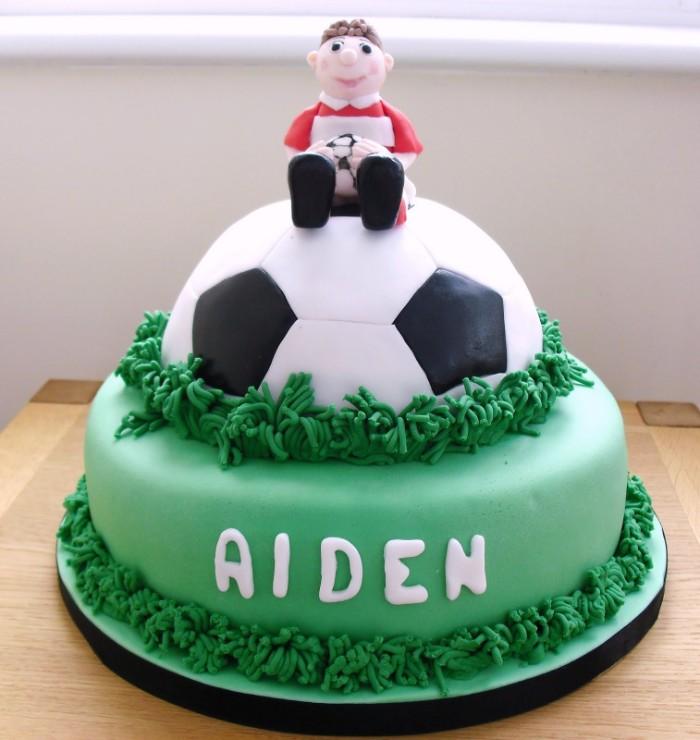 idée décoration gâteau football garçon