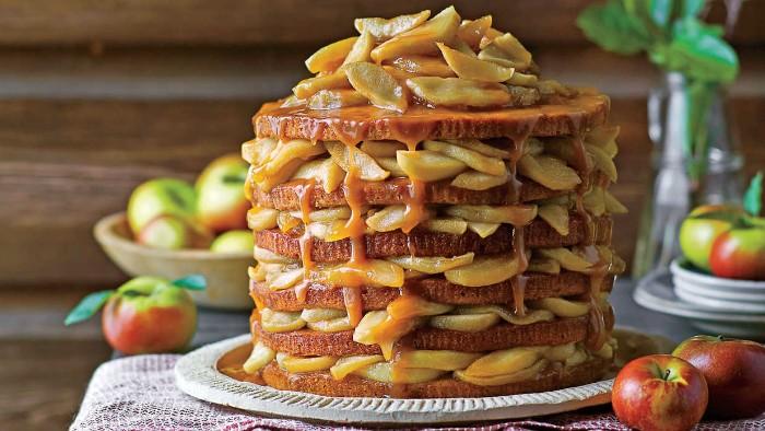 idée décoration gâteau fruits et caramel
