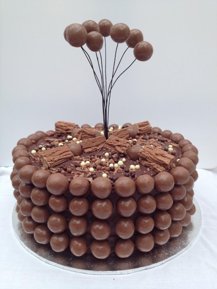 idée décoration gâteau petites boules en chocolat
