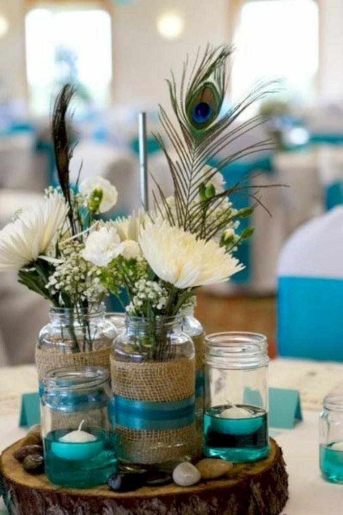 mariage centre de table avec une plume de paon