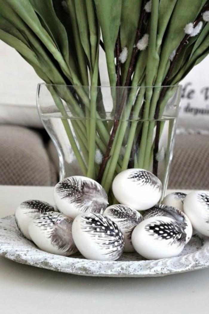 oeufs décorés de plumes déco de pâques