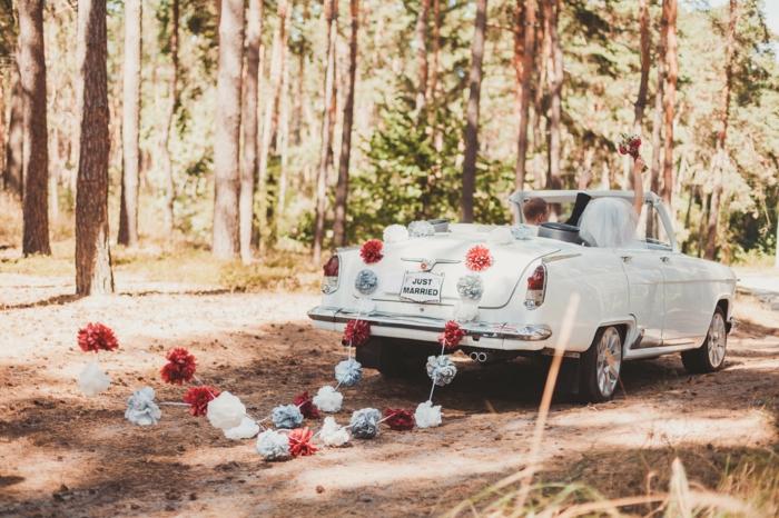 pompons décoration voiture mariage